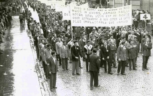 Manifestantes del MTLD (Movimiento para el Triunfo de las Libertades Democráticas), archivos del departamento de Seine-Saint-Denis